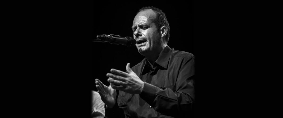 Curro Piñana cantando